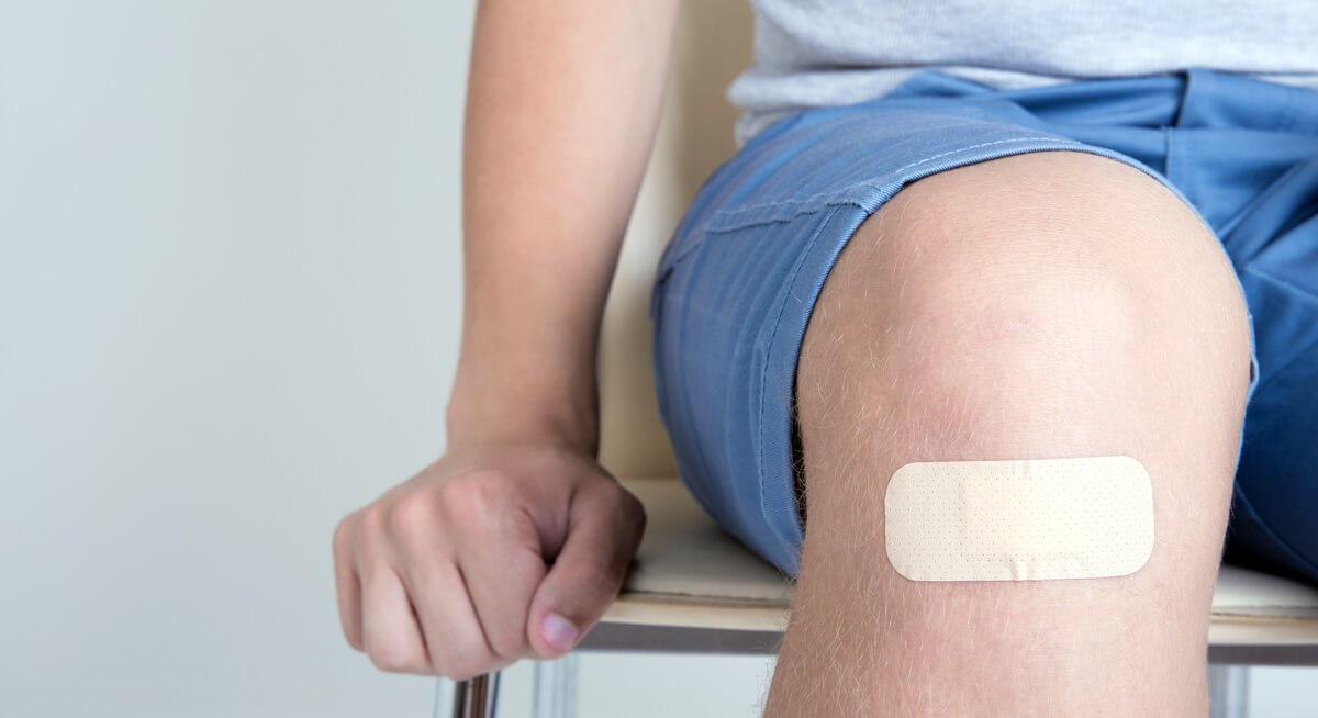 A person with diabetes with a minor cut on his knee