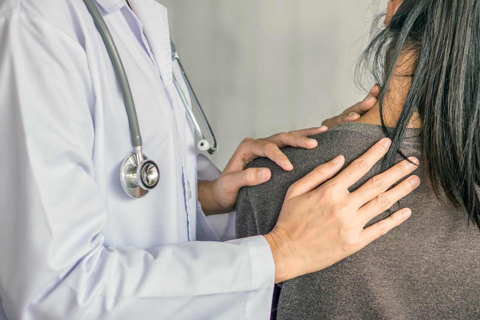 Doctor consults patient about total joint replacement as an option forgetting relief for her chronic shoulder pain